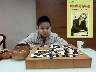 余炳葟 打譜重現 日本剃刀流棋士坂田榮男(右上)1962年對戰窪內秀知的棋局。