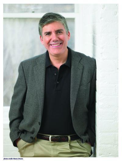 紐約時報暢銷作家雷克‧萊爾頓(photo credit: Marty Umans,遠流出版公司提供)