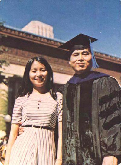 20150702陳文成獲密西根大學博士學位與妻合照(取自陳文成博士紀念基金會)