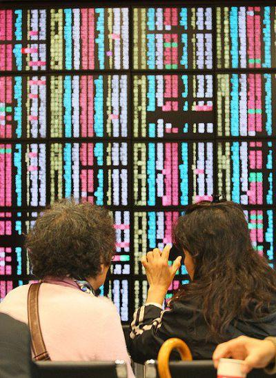 受到陸股暴跌、希臘債務影響,近日亞洲股市慘澹。(取自股票明牌臉書)
