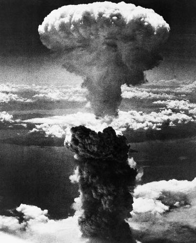 人類首顆原子彈投擲於廣島後造成的蕈狀雲。(美聯社)