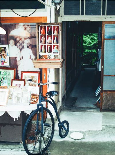 熱鬧的舊銀座通上有各式各樣的小店,寫真店能欣賞到不少老照片。