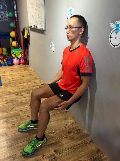 愛運動別忘了適時用滾輪放鬆肌肉,避免受傷。