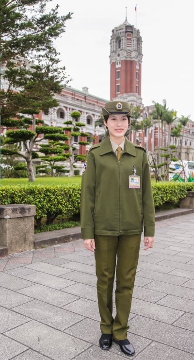 遇到外國觀光客到總統府參觀,正是擅長英、日文的羿君發揮專業的時候