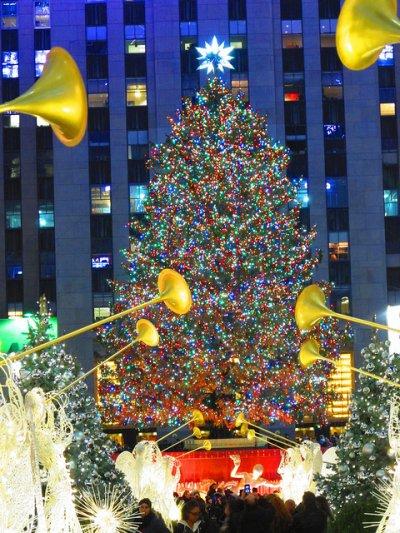 紐約超巨型聖誕樹。(圖/Andrew Dallos@Flickr)