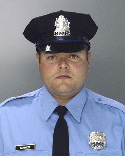 身中多槍的警官哈奈特(Jesse Hartnett)。(美聯社)