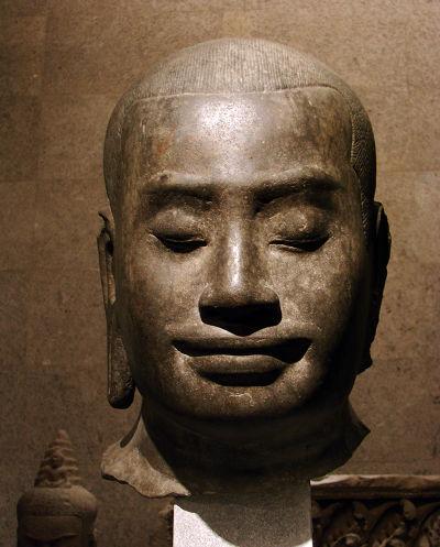闍耶跋摩七世「微笑頭像」(圖/天下文化提供)