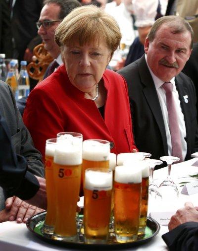 德國總理梅克爾在因哥爾斯塔特參加慶祝活動。(美聯社)