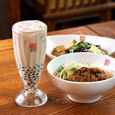 桃園機場的美食,無論中式、西式、台灣傳統小吃應有盡有,讓外國旅客或歸鄉旅人,用美味串起台灣的記憶。(圖/春水堂@facebook)
