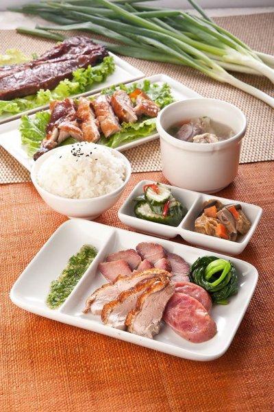 過了海關想來個中餐燒臘飯或是西式三明治,在複合式餐飲「好饗廚房」都找得到。(圖/擷取自「好饗廚房」網站)