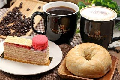 第二航廈D區高樂亞咖啡以香醇的咖啡與精緻甜點著名,在桃園機場的第二航廈三樓就能品嚐得到美味。(圖/桃園機場提供)