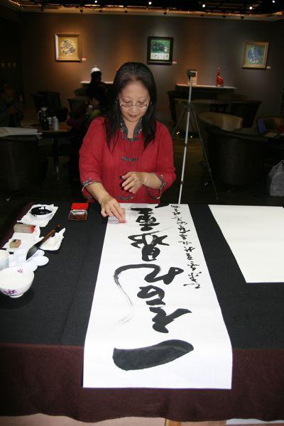 除了大自然的景色外,楊秀櫻老師亦非常重視書畫作品的人文氣息。(圖/楊秀櫻老師提供)