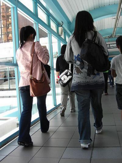 日本部落客認為台灣女生外八比例高。(圖/kaurjmeb@flickr)