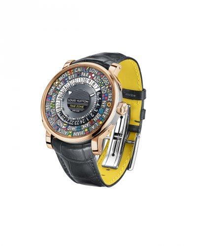 Louis Vuitton Escale Time Zone錶款以手工移印技術,運用矽膠版將圖案鏤空處的油墨轉移到錶盤上。(圖/Louis Vuitton提供)
