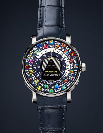 Louis Vuitton Escale Worldtime Blue腕錶只要操作單一錶冠,自動上鏈機芯就會同步調整圓盤。(圖/Louis Vuitton提供)