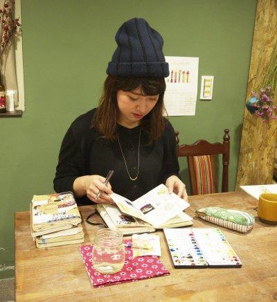 已出版過四本插畫日記的插畫家──壘摳。(圖/林謙耘攝)
