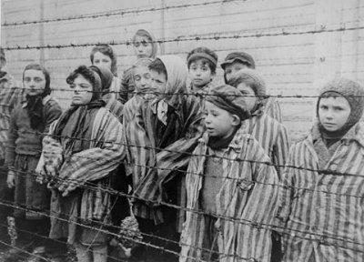 德國集中營內的猶太小孩。(圖取自網路)