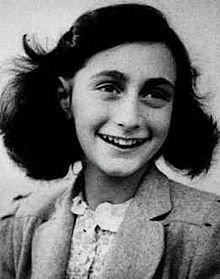安妮法蘭克二戰猶太人大屠殺中最著名的受害者之一,其日記曾被出版、改編成電影。(圖取自維基百科)