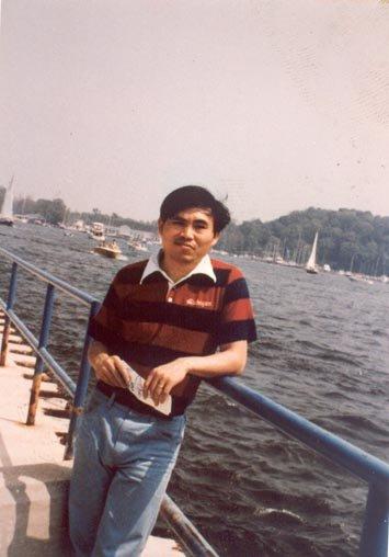陳文成過去長期關心台灣民主與人權發展,曾被警備總部約談,釋回第二天被發現陳屍於臺灣大學研究生圖書館旁,被稱為陳文成事件。(圖取自財團法人陳文成博士紀念基金會)