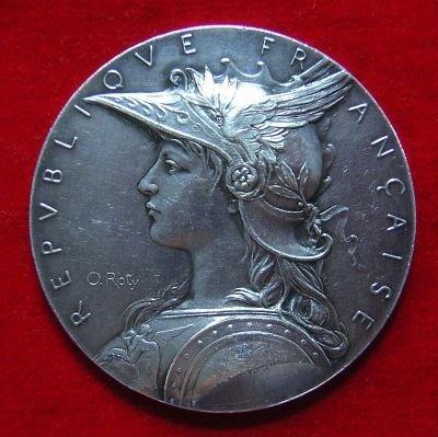 頭戴頭盔、身著戰袍的瑪麗安娜。(圖/維基百科)