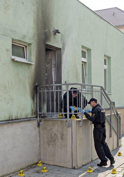 德國東部大城德勒斯登一處清真寺26日發生爆炸,警方正在現場蒐證。(美聯社)