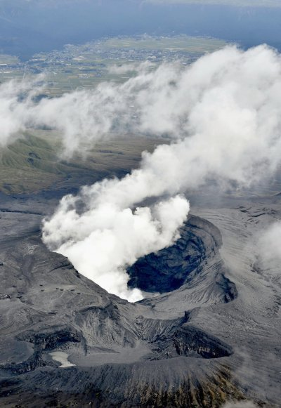 位於日本熊本縣的阿蘇火山。(美聯社)