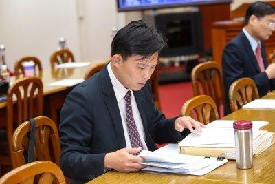20161102-時代力量立委黃國昌2日出席財政委員會。(顏麟宇攝)