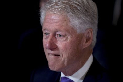美國前總統柯林頓出席妻子希拉蕊的敗選演說(AP)