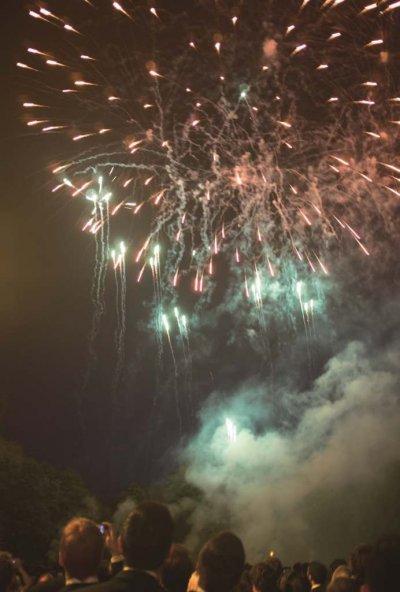 各學院的五月舞會都有煙火橋段,聖約翰學院的舞會煙火更長達半小時。(照片提供/Jim Tang)