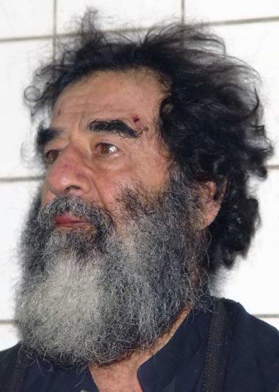 海珊被俘時滿臉白鬚,美軍將其剃光以驗明正身。(圖/維基百科公有領域)