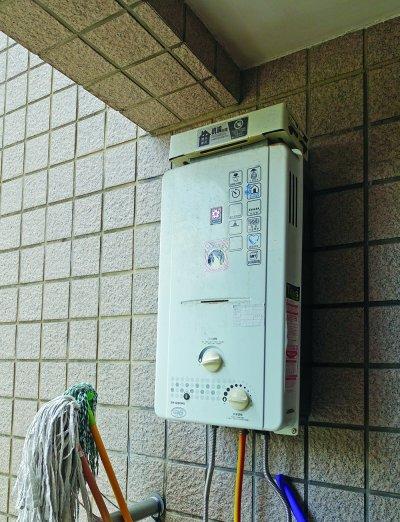 熱水器應該擺放於室外,不該放在浴室內。(圖/時報出版提供)