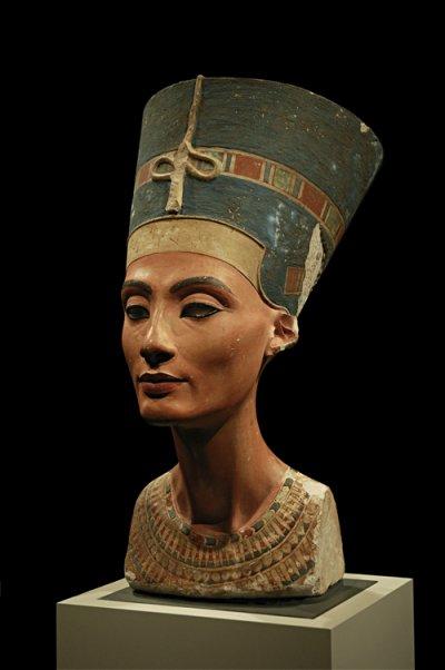 娜芙蒂蒂的半身像。(圖/Arkadiy Etumyan@wikipedia)