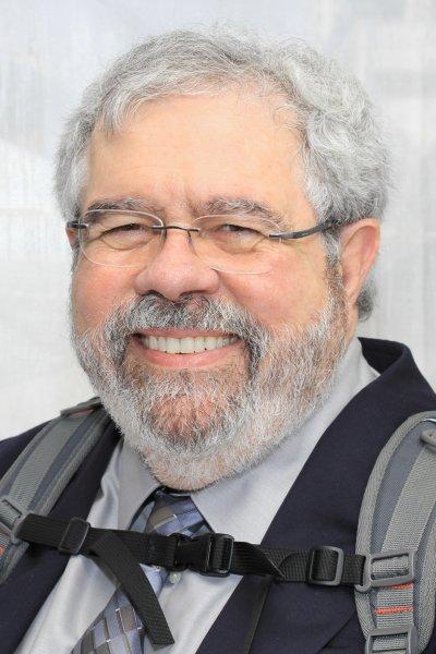 率先披露這份報稅證明的記者作家強斯頓。(圖/Larry D. Moore@wikipediaCCBY-SA4.0.)