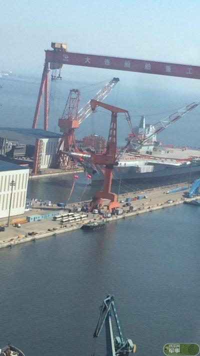中國首艘國產航空母艦26日在大連造船廠下水。