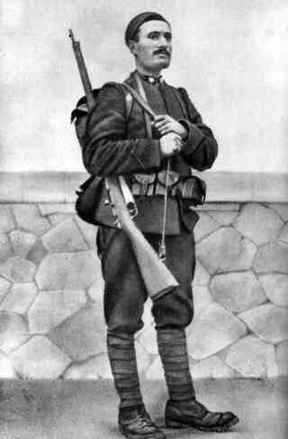 身穿一次大戰軍服的墨索里尼。(維基百科公有領域)