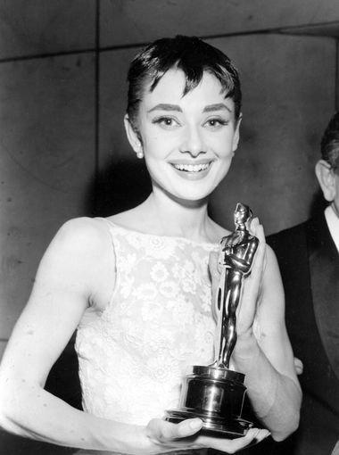 赫本以《羅馬假期》拿下奧斯卡最佳女主角獎。(美聯社)