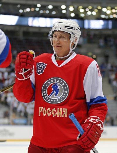 俄羅斯總統普京參加冰上曲棍球比賽(AP)