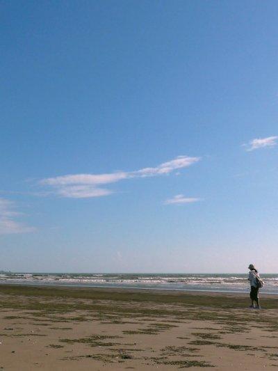 八掌溪出海口沙灘十分寬闊。(圖/天下雜誌提供)