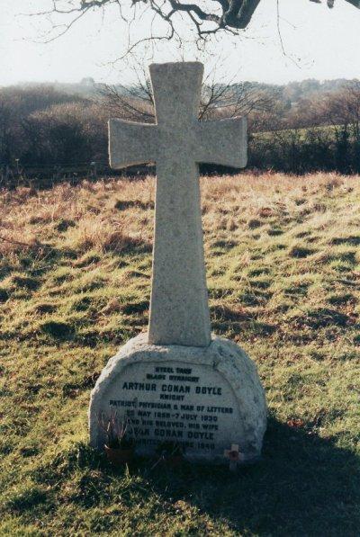 柯南.道爾之墓(Wikipedia/Public Domain)