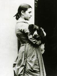 15歲的碧雅翠絲與她的寵物史巴特(Wikipedia/Public Domain)