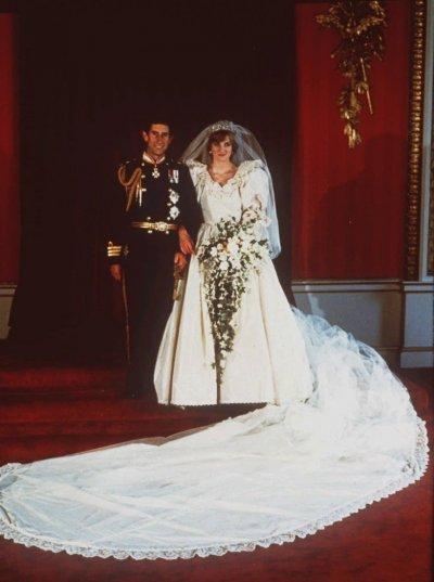 1981年7月29日,查爾斯王儲與黛安娜結婚,這場婚禮受到萬眾矚目(AP)