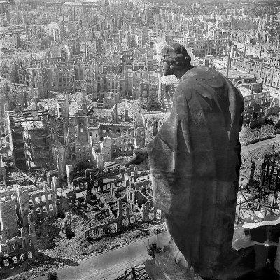 1945年2月13日至15日,德勒斯登遭到英美聯合轟炸,整座城市面目全非(Deutsche Fotothek@Wikipedia/CC BY-SA 3.0 de)