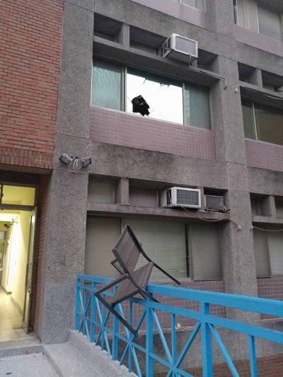 台大國發所17日遭闖入破壞。(台大國發所學生提供)
