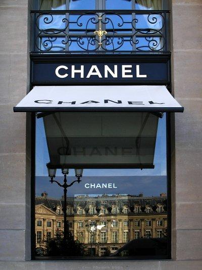 香奈兒品牌的飾品店,位在巴黎知名的麗池飯店對面(Eric Pouhier@Wikipedia/CC-BY-SA-2.5)