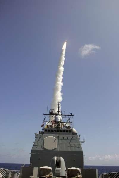 美國海軍神盾艦發射攔截飛彈。(資料照,維基百科)