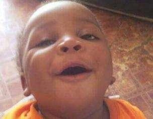 桑加雷說,兒子卡米‧大衛死在他懷裏。(BBC中文網)