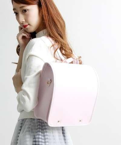 除小學外,日本知名品牌「WEGO」也推出仿小學生書包造型的後背包。(翻攝網拍)