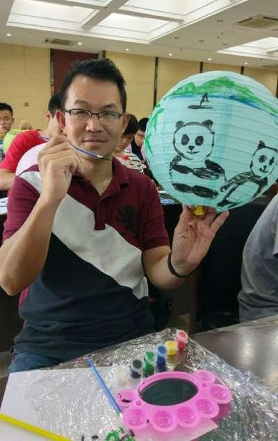 立委馬文君辦公室副主任莊秉漢與NGO工作者李明哲雙雙活躍在文化大學校園,分屬在一藍一綠的政治社團。(取自莊秉漢臉書)