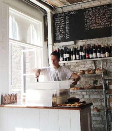 法國名廚的道地小餐館與麵包店。(圖/麥田出版提供)