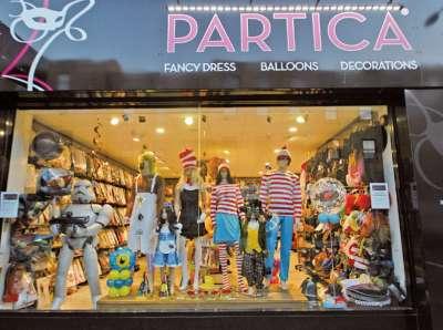 派對必備的搞笑的道具店 Partica(圖/麥田出版提供)